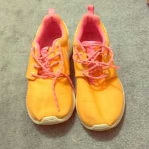 Girls size 4y orange and pink nike sneakers